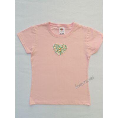 Rózsaszín gyermek póló horgolt szív díszítéssel 116-os